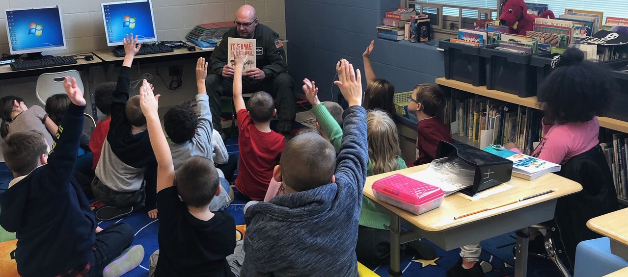 Veterans read to Niles Primary students
